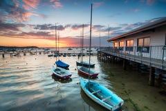 Boote auf Poole-Hafen Stockfotos