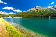 Boote auf Sankt Moritz See in den Schweizer Alpen Lizenzfreies Stockbild