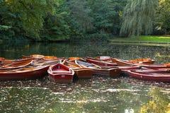 Boote auf See im Park Lizenzfreies Stockbild