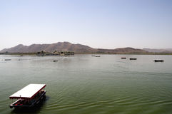 Boote auf See Pichola Lizenzfreie Stockfotografie