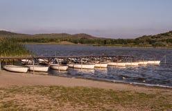 Boote auf Seilen Stockfoto