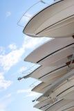 Boote auf Speicherzahnstange im Bootsyard Stockfotografie