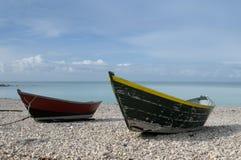 Boote auf Strand lizenzfreies stockbild