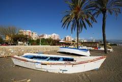 Boote auf Strand Torre Del Mar, Spanien Stockfotos