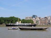 Boote auf Themse, London Stockfotografie