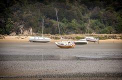 Boote auf trockenem, Abel Tasman New Zealand Stockfotografie