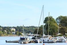 Boote auf Ufergegend Stockbilder