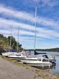 Boote auf Ufergegend Stockfotografie
