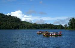 Boote bei Situ Patenggang Lizenzfreie Stockbilder