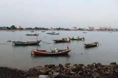 Boote in dem Meer stockfotos