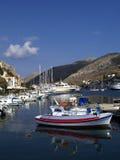 Boote in der Insel von Symi Stockbild