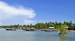 Boote des Fischerlangen schwanzes in Mook-Insel lizenzfreie stockbilder