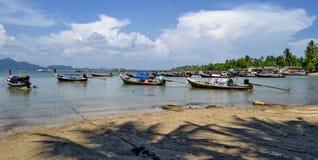 Boote des Fischerlangen schwanzes in Mook-Insel lizenzfreies stockbild