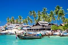Boote des langen Hecks im Phi-Phi stockfotografie