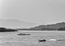 Boote, die auf den Mekong segeln Lizenzfreie Stockbilder