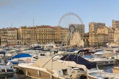 Boote, die am Hafen festmachen Lizenzfreie Stockfotografie