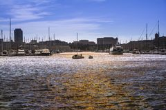 Boote, die am Hafen festmachen Lizenzfreie Stockfotos
