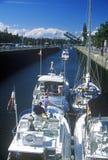Boote, die Hiram M durchlaufen Chittenden-Verschlüsse auf Puget Sound, Seattle, WA Stockbild