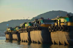 Boote, die Sand transportieren Stockfoto