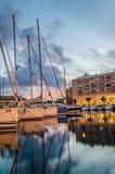 Boote am Dock von Savona lizenzfreies stockbild