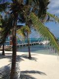 Boote, Docks und Sand San Pedro, Amber Caye Belize Lizenzfreie Stockfotos
