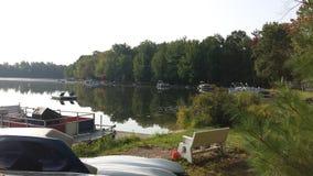 Boote durch den See Stockfotografie