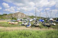 Boote durch einen Fluss Lizenzfreie Stockfotos