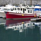 Boote in einem alaskischen Hafen Lizenzfreies Stockfoto