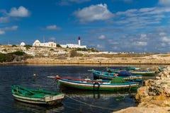 Boote in einem Fischereihafen stockbilder