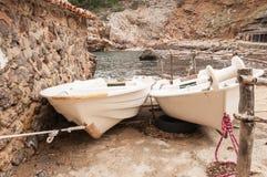 Boote in einer Bucht Stockfoto