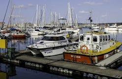 Boote festgemacht an der Durban-Yacht-Mole Stockbilder