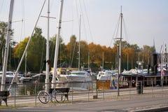 Boote festgemacht an einem Hafen, Stockholm, Stockbilder