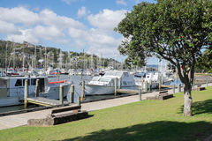 Boote festgemacht an Whangarei-Jachthafen Lizenzfreies Stockbild