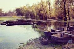 Boote in Fluss Stockbild