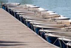 Boote in Folge festgemacht Lizenzfreies Stockbild