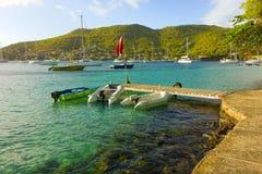 Boote gebunden an einer Anlegestelle an der Pizzeria des Mac, Bequia Lizenzfreies Stockfoto