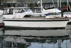 Boote geparkt an einem Jachthafen Lizenzfreies Stockbild