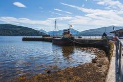 Boote am Hafen, Loch Fyne an der schottischen Stadt von Inverary Sc Lizenzfreies Stockfoto
