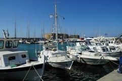 Boote am Hafen von Agios Nikolaos-Stadt Lizenzfreies Stockbild