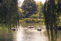 Boote im Central Park See Lizenzfreies Stockbild