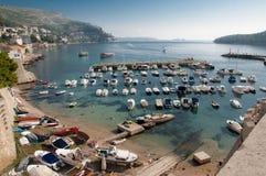 Boote im Dubrovnik-Hafen in Kroatien Stockbild