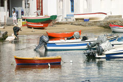 Boote im griechischen Fischereihafen Lizenzfreie Stockfotos
