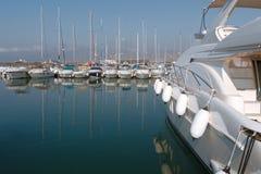 Boote im Hafen Stockfotos
