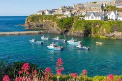 Boote im Hafen Isaac beherbergten Cornwall England Großbritannien Stockfoto