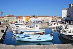 Boote im Hafen von Cres Stockfotografie