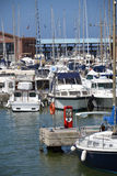 Boote im Jachthafen stockbilder