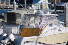 Boote im Jachthafen Lizenzfreie Stockbilder