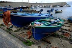 Boote im Jachthafen der Stadt von Scilla Lizenzfreies Stockbild