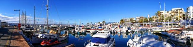 Boote im Jachthafen im stilvollen Erholungsort von Marbella auf Costa Del Sol in Andalusien Spanien Lizenzfreies Stockbild