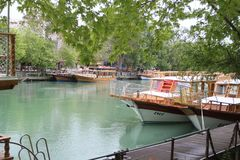 Boote im Kanal stockbild